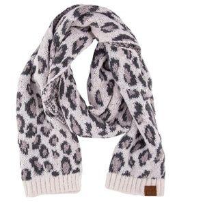 🆕 White Leopard Print Jacquard Knit Scarf